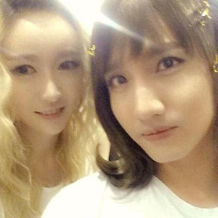 140825 More of Boys' Day's Changmin! A beautiful selca with one of the Female TVXQ! Dancers~ (loveragi) 000