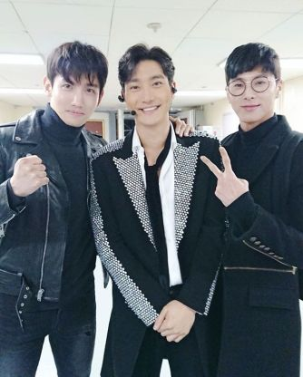 Instagram] 171215 TVXQ! and Other SM Artists at Super Junior's Super